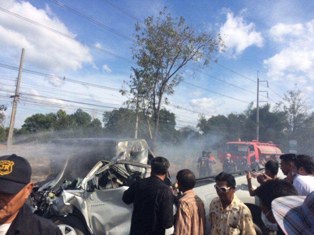 Chonburi minivan - pickup crash