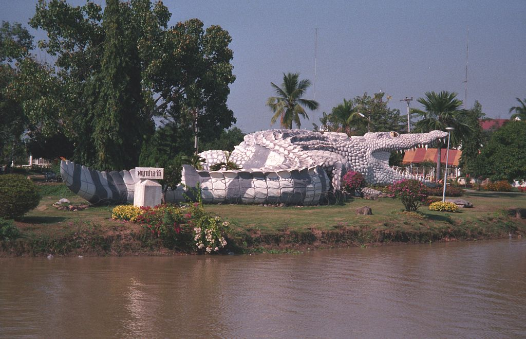 Crocodile-sculpture in Phichit