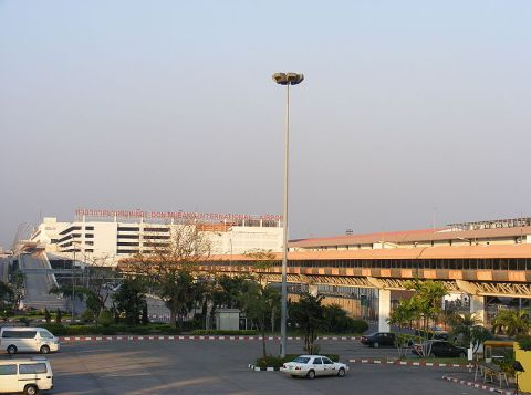 Skyway connecting the international terminal with the domestic terminal at Don Mueang Airport