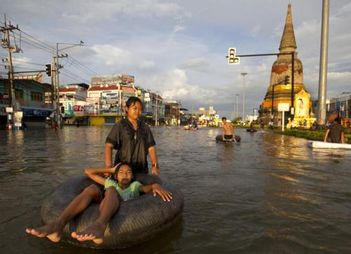 Flooding causes havoc October 9, 2011 in Ayutthaya,