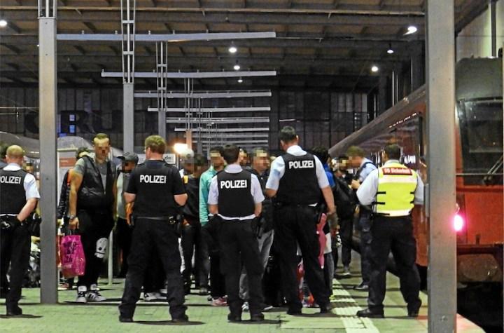 German Police (Polizei) intercept refugees at Munich Central Station