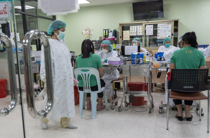 Healthcare workers at Bamrasnaradura Infectious Disease Institute in Thailand during the COVID-19 pandemic