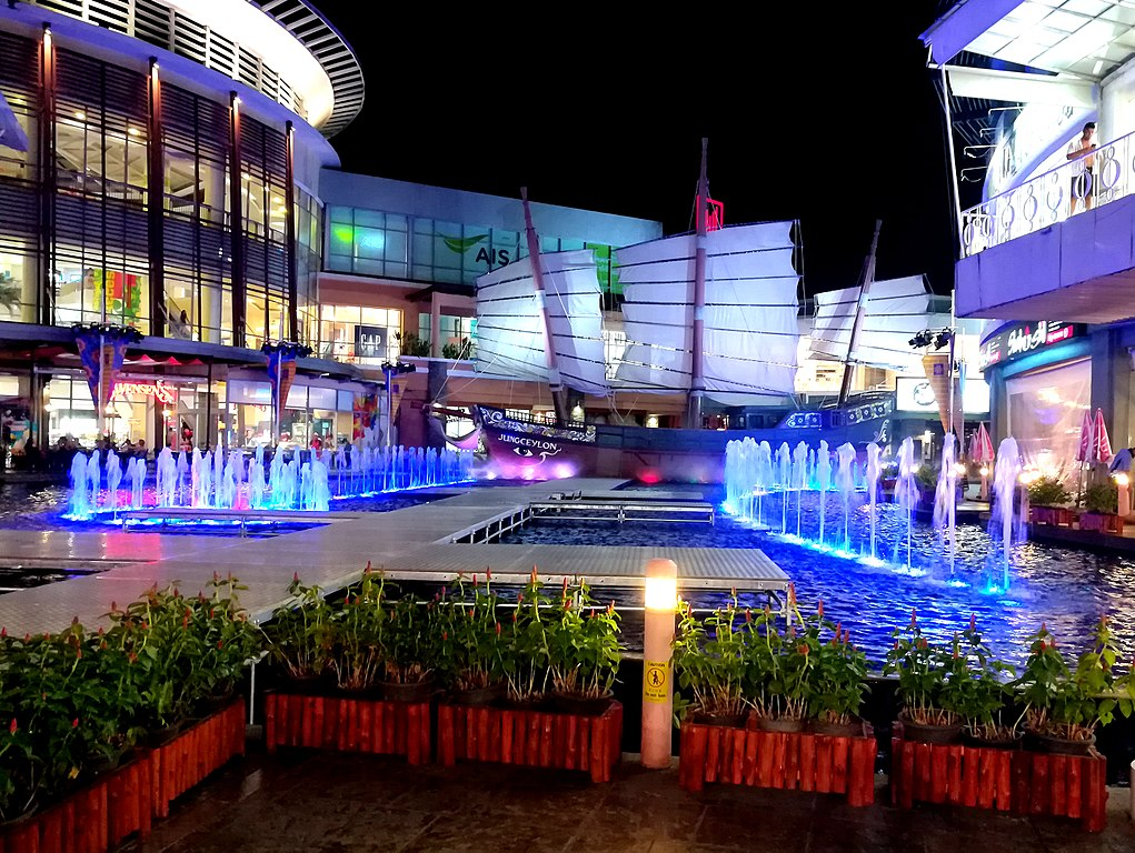 Jungceylon shopping centre in Patong, Phuke