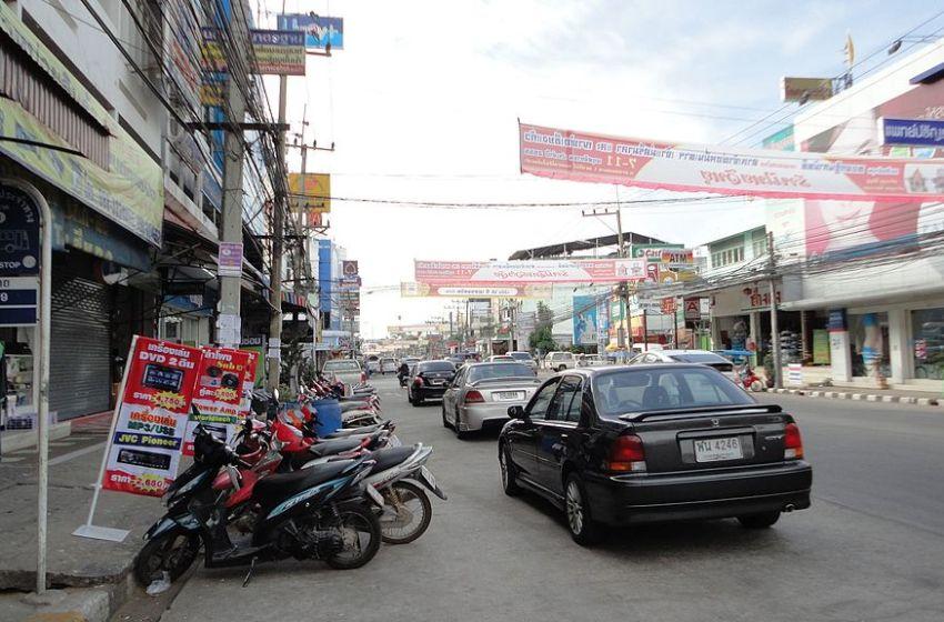 Six activists march through Khon Kaen, report to police