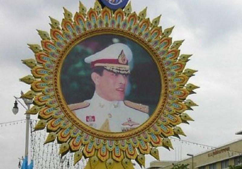 King Maha Vajiralongkorn's portrait on Ratchadamnoen Avenue
