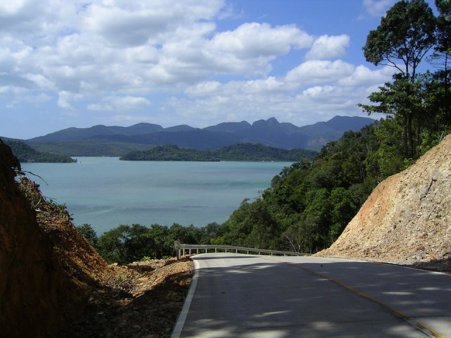 Chinese Tourist Loses Arm in Sobering Reminder of Thai Road Safety