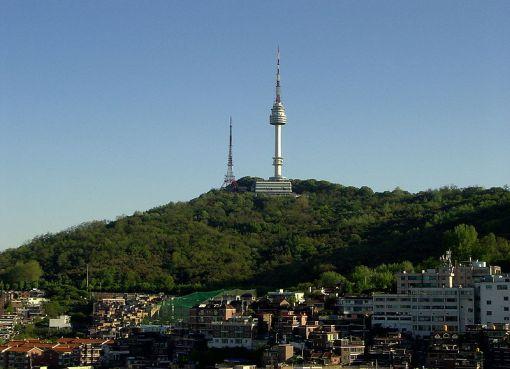 Banpo Bridge and Namsan Tower in Seoul