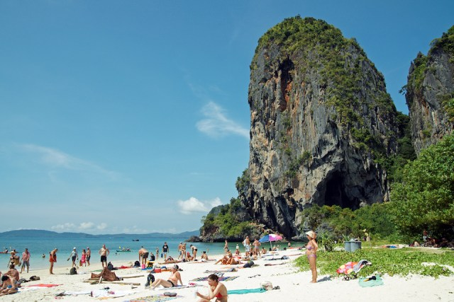 Krabi authorities urged to fix over 80 out-of-order CCTV cameras