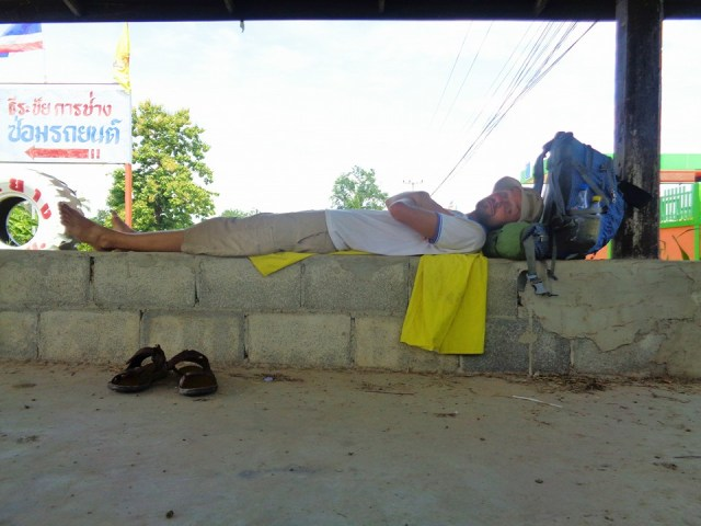 Meigo Mark travelling around the world by walking, resting in Thailand