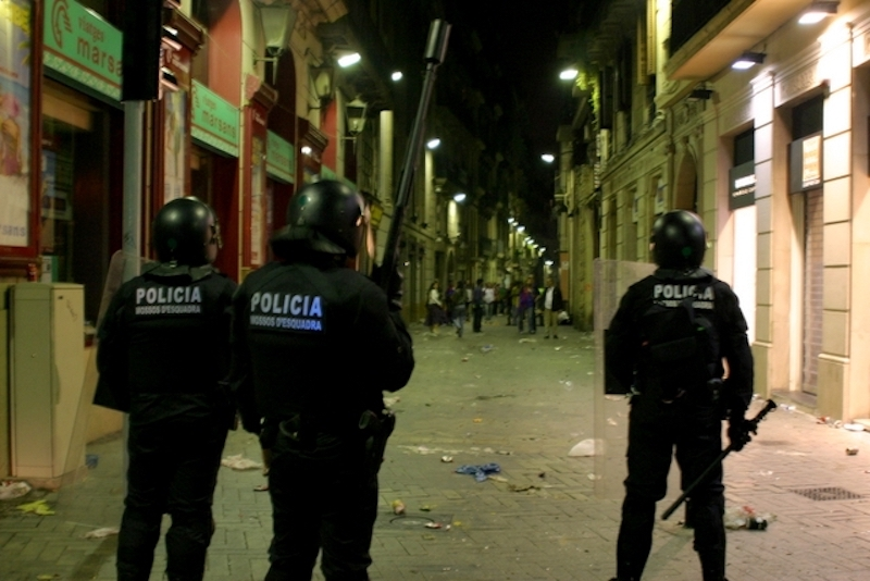 Thais in Barcelona warned to stay away from protest areas