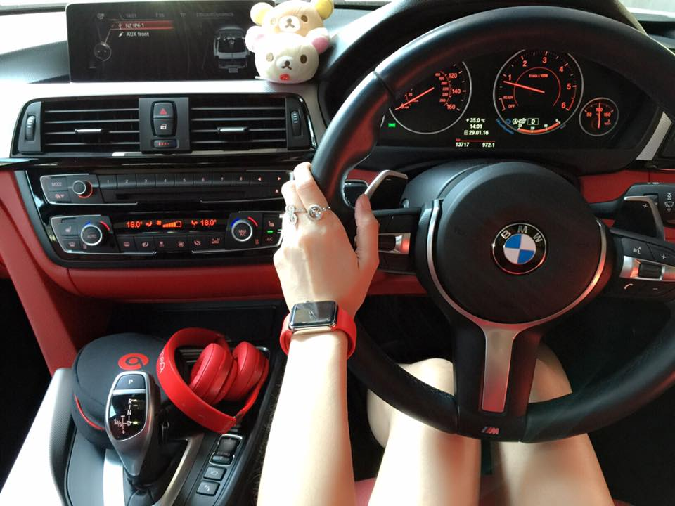 Net idol Kritrada Thabthimpol aka Namzom Zomy driving her BMW