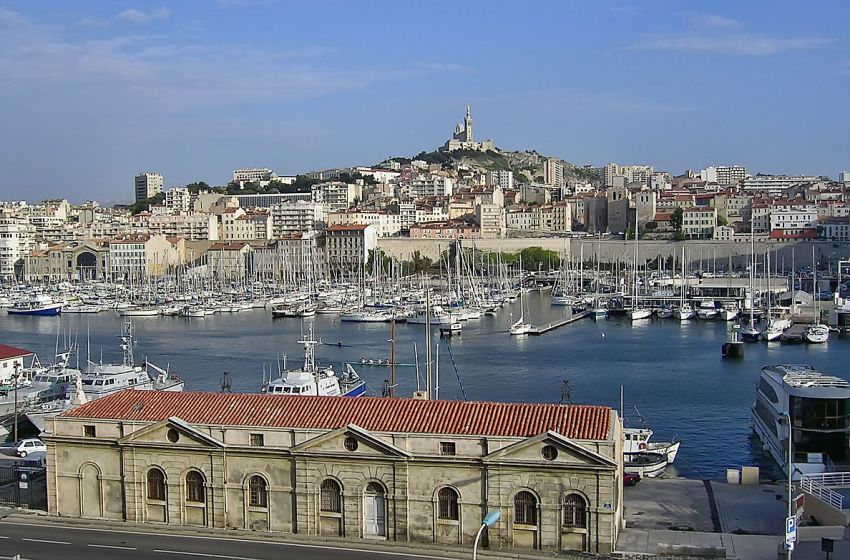French Authorities Report Building's Collapse in Marseille