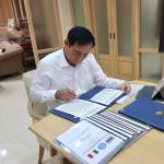 PM Prayut Chan-ocha working at his office