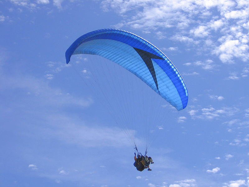 Paragliding, the adventure of flying a paraglider