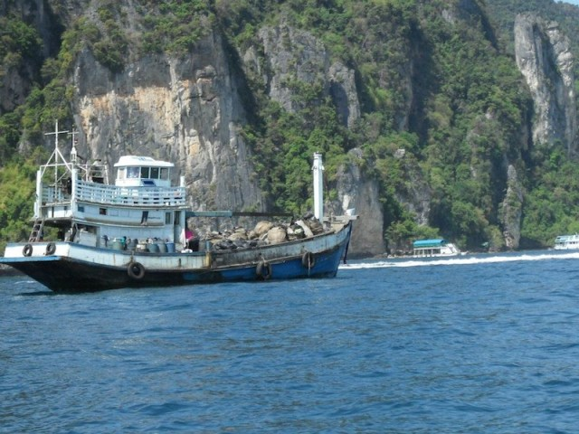 Cooperation on fighting against garbage in sea