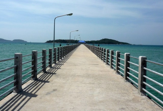 Construction worker in alleged attempted suicide from Phuket bridge
