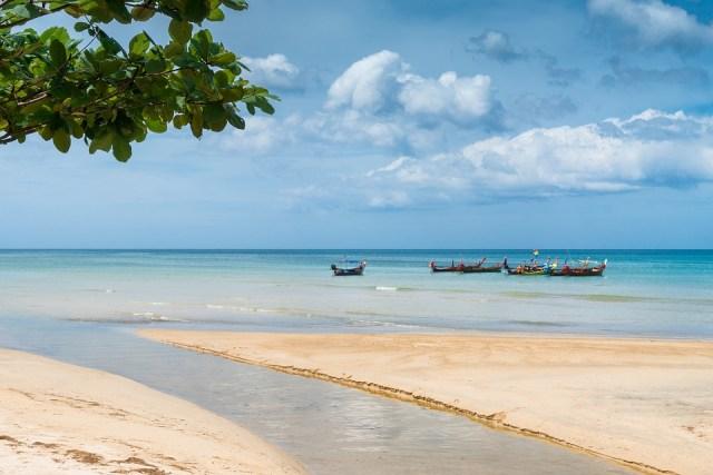 Body washes ashore Karon Beach