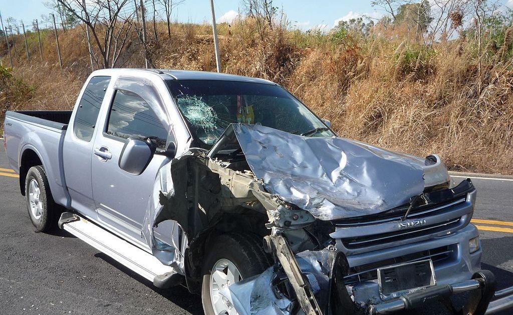 Crashed Isuzu D-Max pickup