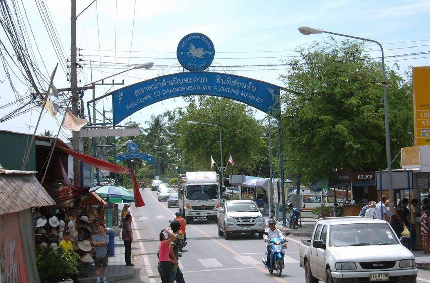 A street in Damnoen Saduak, Ratchaburi