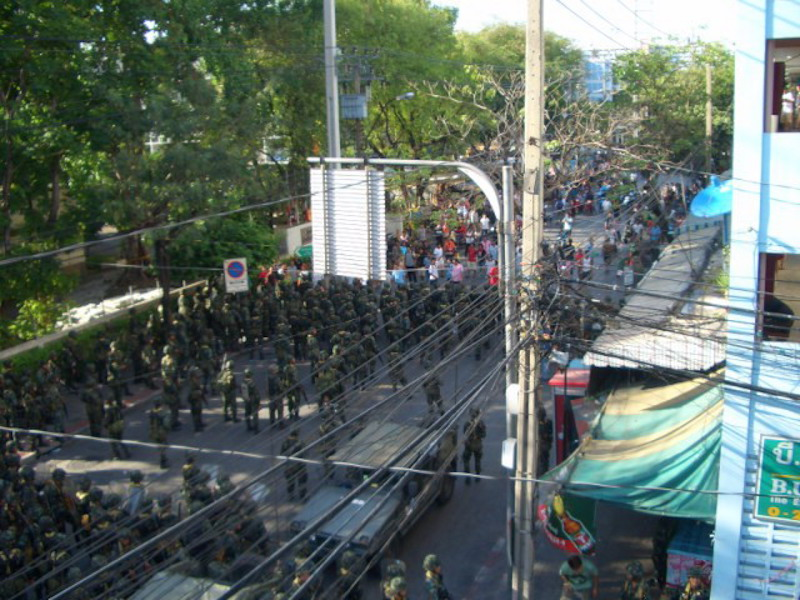 Defiant protesters clash with police at Din Daeng intersection