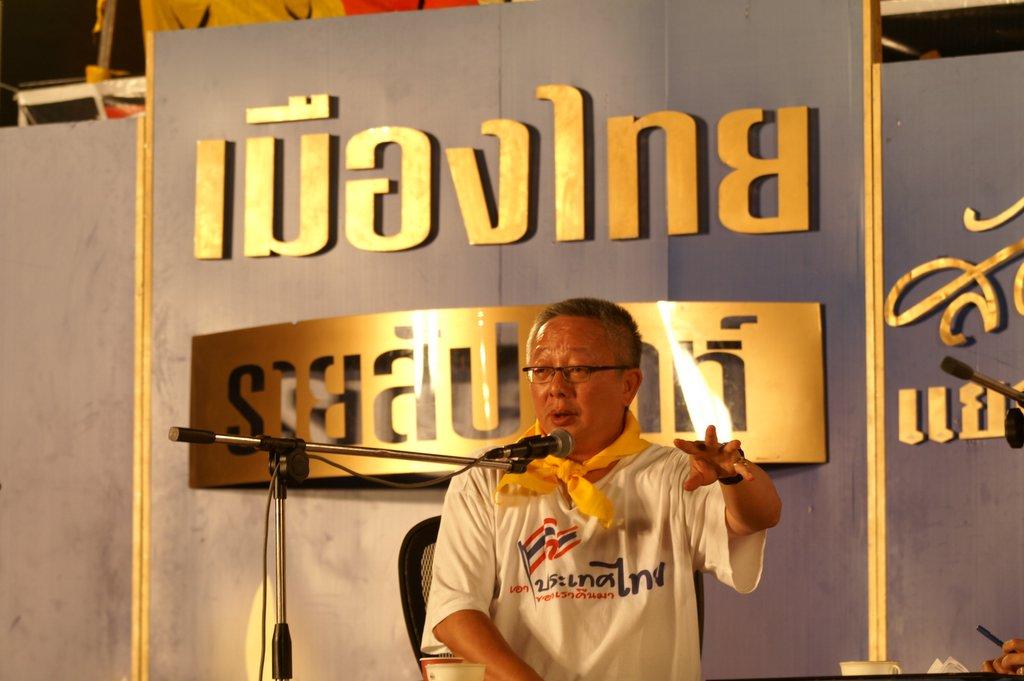 Sondhi Limthongkul during recording of Muangthai Rai Sapda show