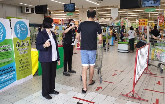 Customers to enter supermarket in Bangkok are required to wear masks and to have temperature checked during COVID-19 pandemic