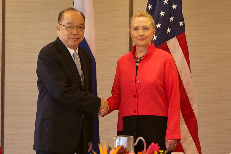 Surapong Tovichakchaikul with Hillary Clinton