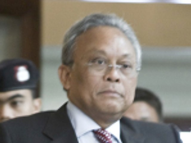 Suthep says he will not contest upcoming general election