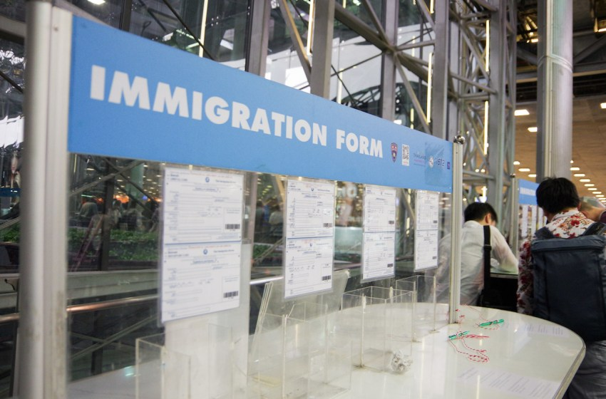 Thailand temporarily bans all foreign arrivals from India