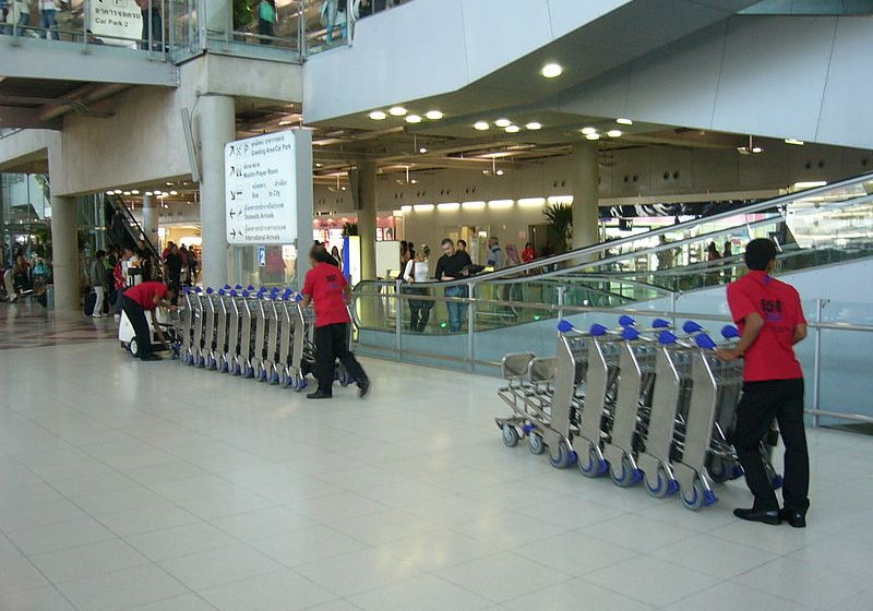 Suvarnabhumi airport dweller stole from sleeping American traveller