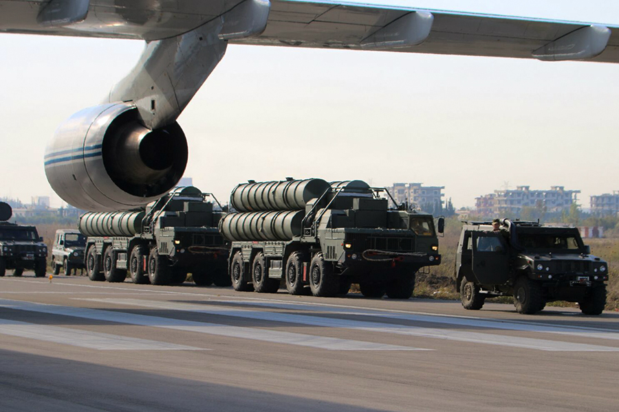 "Unloading of anti-aircraft missile systems S-300 (air base ""Hmeymim"" Syrian Arab Republic)"