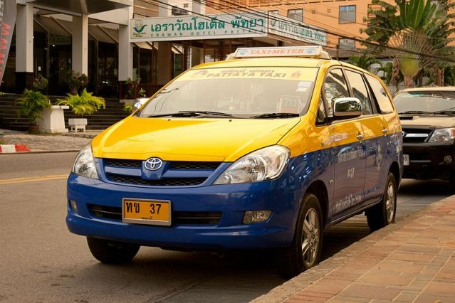 Four taxi drivers face detention charge for their seizure of Uber car in Pattaya