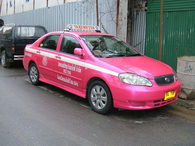 Bangkok taxi driver's license suspended for dumping Korean passengers