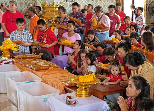 Thai Buddhists celebrating the Makha Bucha Day