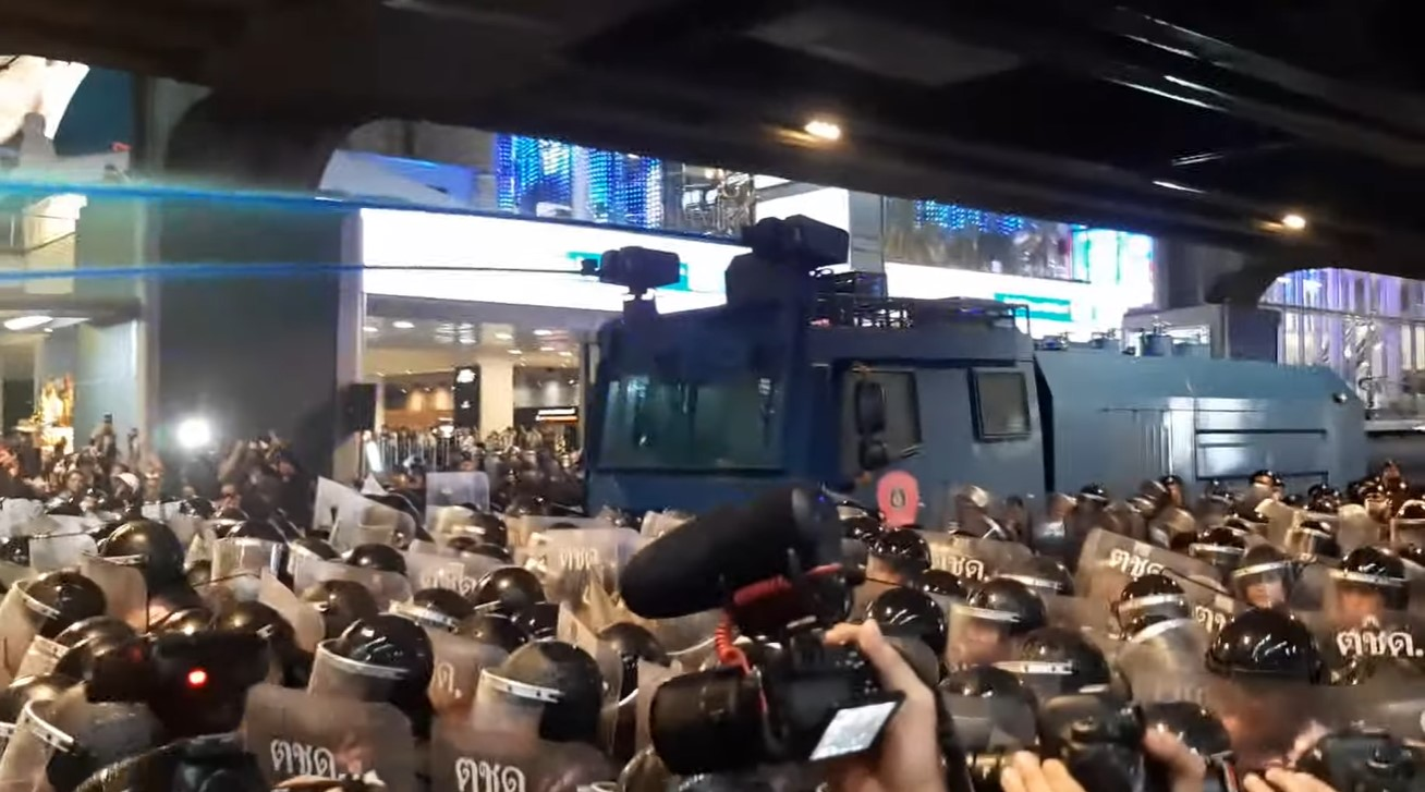 Bangkok police fire water cannon, rubber bullets, tear gas on Anti-Prayut protesters