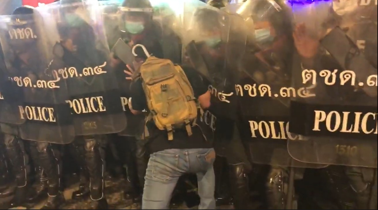 Protesters nabbed for injuring cop in Bangkok