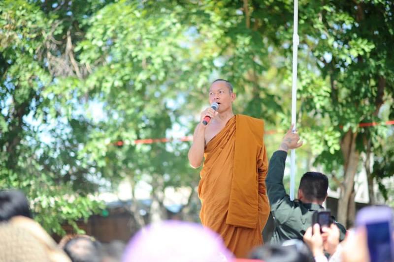 Phra Buddha Isara arrested after commando raid of temple