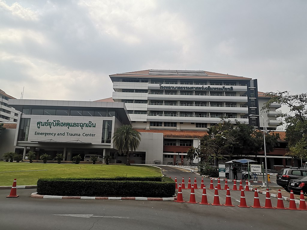 Thammasat hospital to rent two chilled cargo containers for growing number of COVID-19 corpses