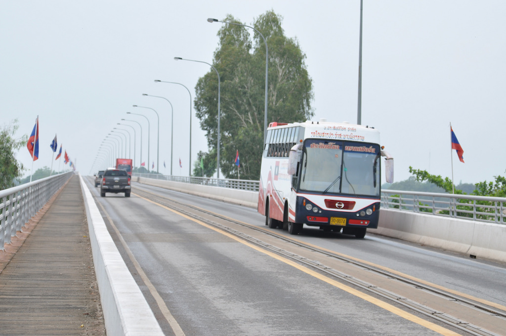 Bus and vehicles running from Vientiane to Nong Khai