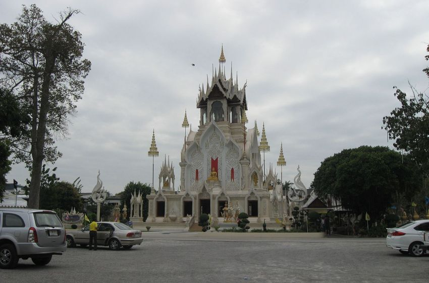 Wat Khoi, a modern temple in Phetchaburi