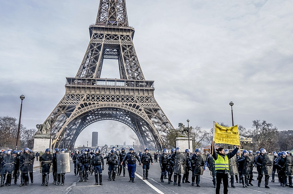 Thousands of yellow vests (Gilets Jaunes) protests in Paris