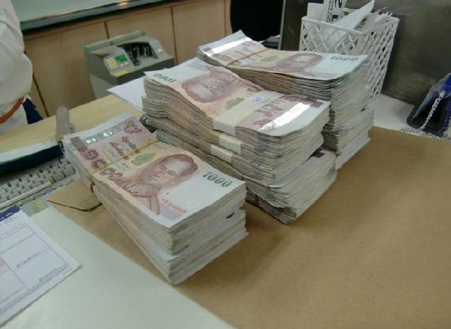A wad of 1000 baht bank notes