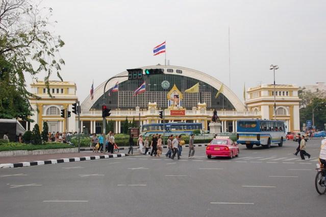 Holidaymakers make their way back to Bangkok