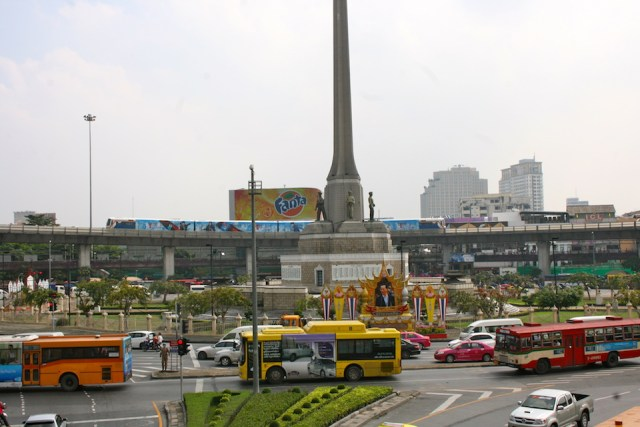 Numerous weapons seized from passenger van drivers at Victory Monument