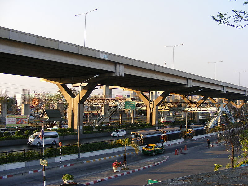 Roads and bridges in front of Don Mueang Airport, domestic terminal