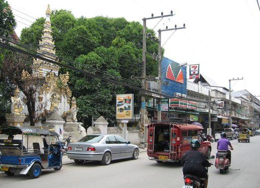 Tapae Road and Wat Mahawan, Chiang Mai