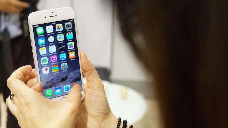 Turkmenistan Singer Gives Apple a Sales Boost