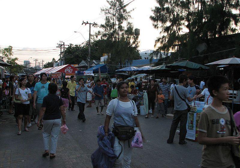 DSI raids Bangkok Pratunam Market, seizes pirated products