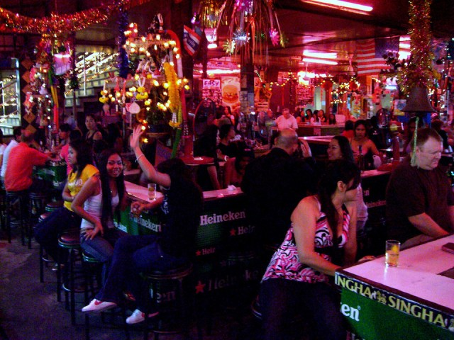 Kuwaiti Tourist attacked at beer bar on Soi 7 with pool cue