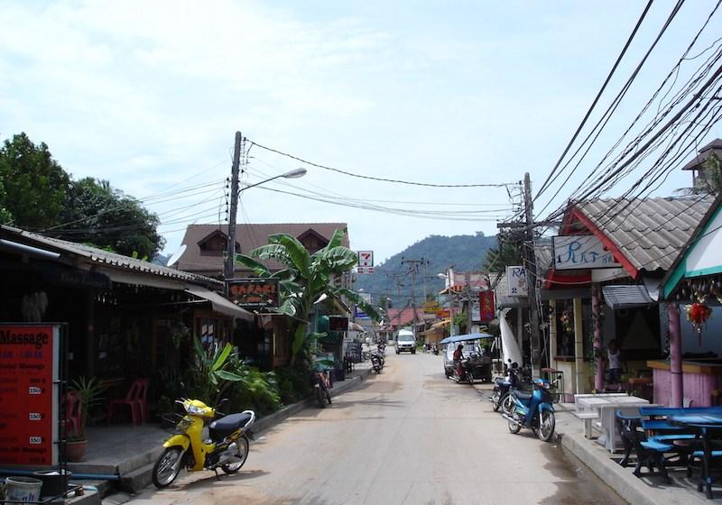 Street at Koh Samui Lamai beach